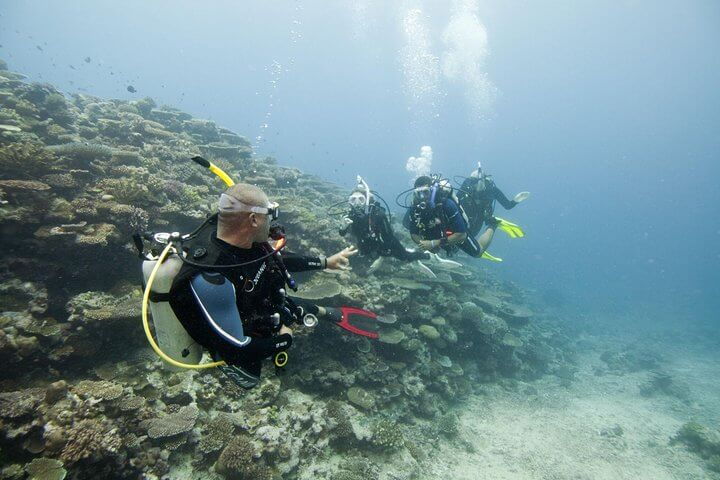 PADI Discover Scuba Diving for beginners first step to become a diver with Divinguru