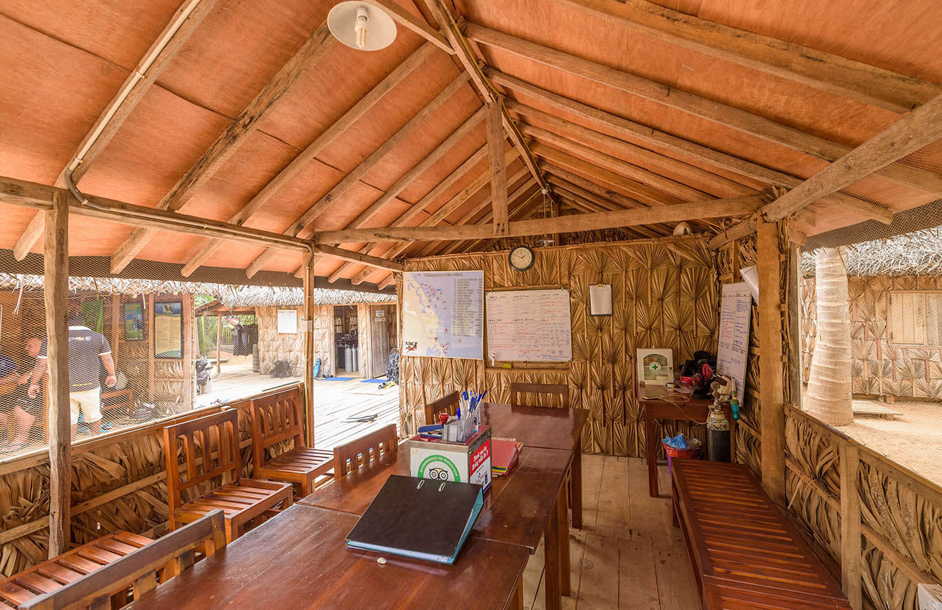 Divinguru Nilaveli briefing & meeting room where you receive all you need to know about safety procedure, dive sites and dive briefings