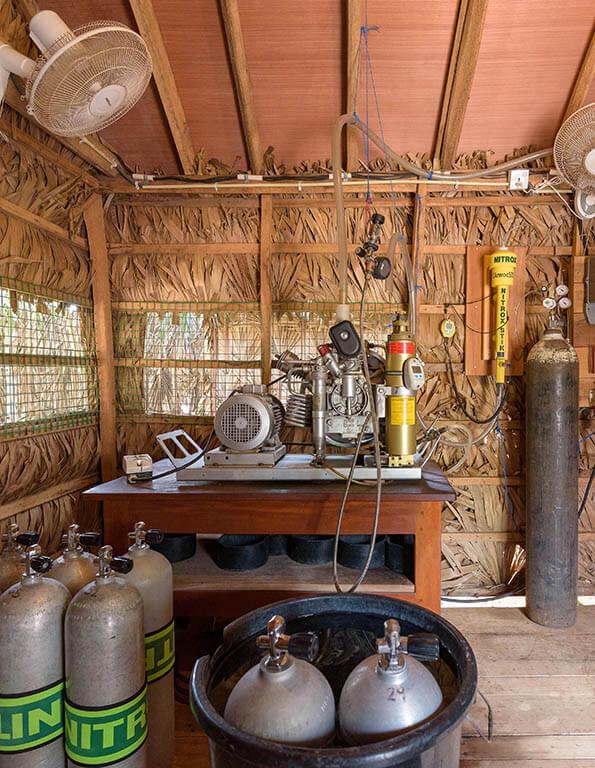 bauer compressor for filling diving tanks for diving in Nilaveli