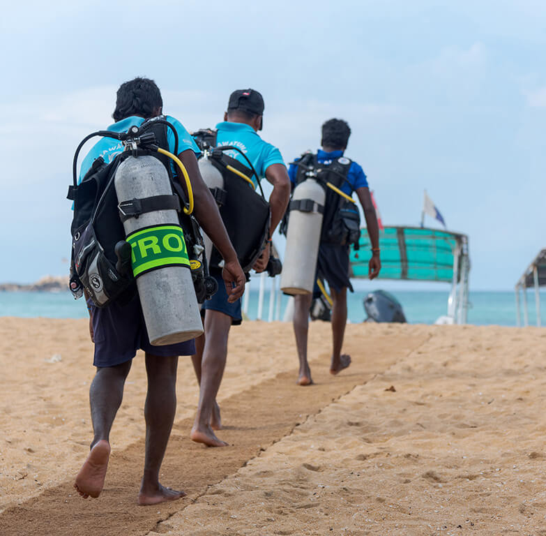 loading scuba equipment to diving boats