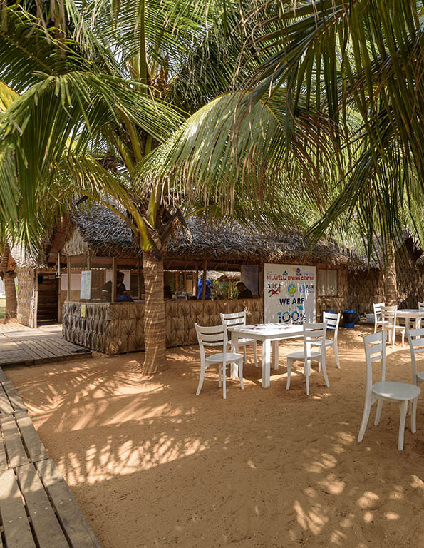 outside sitting area with beach view in Divinguru Nilaveli