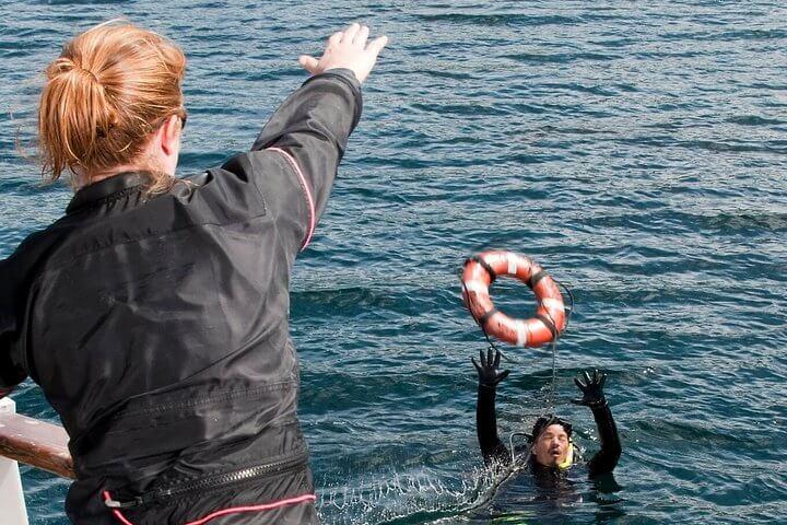 PADI Rescue Diver Course with Divinguru in Sri Lanka